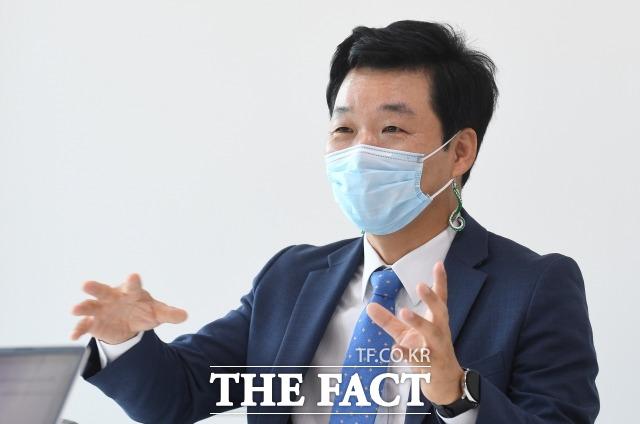 김 전 의원은 22대 총선 가능성에 대해 많이 이르다면서도 정치 행보를 지속할 것임을 시사했다.