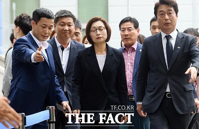 15일 오후 7시 기준 청와대 국민청원 게시판에 등록된 은수미 성남시장 선거캠프 자원봉사자들의 공공기관 부정채용 의혹의 진실을 밝혀주세요라는 제목의 청원에 1200여명이 참여했다. /더팩트 DB