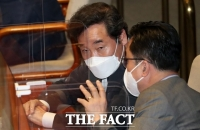 [TF초점] 바람 잘 날 없는 '이낙연호'…윤미향 논란 결단 주목