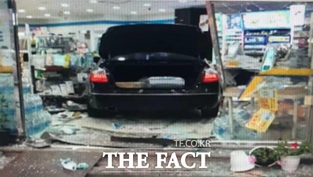 경기 평택경찰서는 16일 특수재물손괴 및 업무방해 등 혐의로 A(39·여)씨에 대해 구속영장을 신청했다. /온라인 커뮤니티 캡처