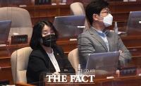 [TF포토] 대정부질문 참석한 윤미향