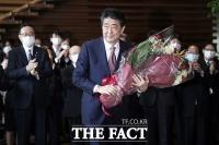 [TF사진관] 7년 8개월 만에 총리 퇴임...'박수 받으며 떠나는 아베'