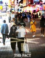[TF사진관] 거리에 쏟아지는 인파, '되찾은 활기? 방역 불감증?'