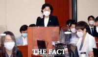 [TF사진관] 업무보고하는 이정옥 여성가족부 장관