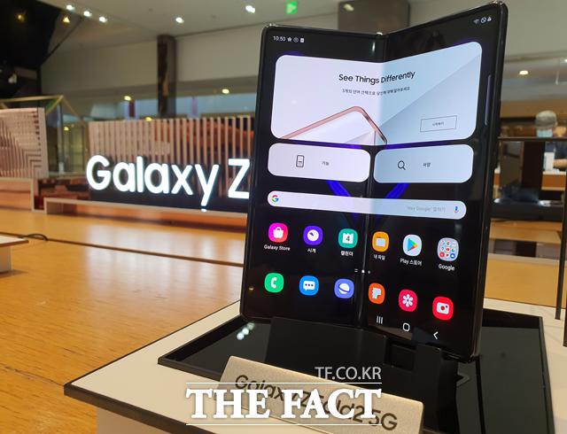삼성전자 세 번째 폴더블폰 갤럭시Z폴드2가 18일 글로벌 시장에 공식 출시된다. /이성락 기자