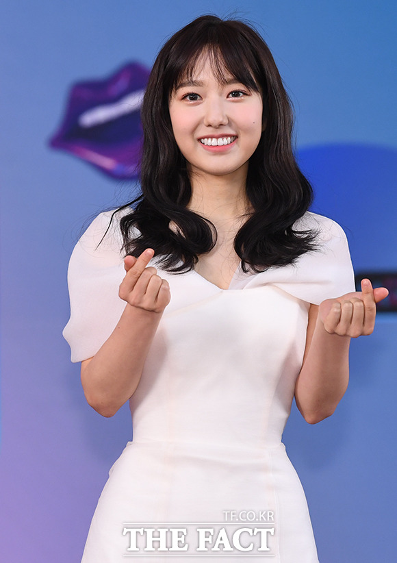 이혜성이 SM C&C와 전속계약을 체결하고 활동 2막을 시작한다. 이로써 그는 연인 전현무와 같은 소속사 식구가 됐다. / 배정한 기자