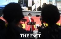 [TF포토] 정부 방역체계 비판하는 강연재 변호사