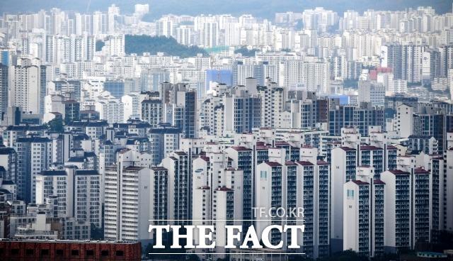 문재인 정부 출범 이후 서울 전 지역에서 매매가 6억 원 이하 아파트가 절반 이상 사라진 것으로 조사됐다. / 더팩트 DB