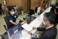 [TF포토] 무고죄 고소장 제출하는 김주명 전 비서실장