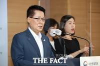 [TF포토] 개혁전략회의 결과 발표하는 박지원 국정원장
