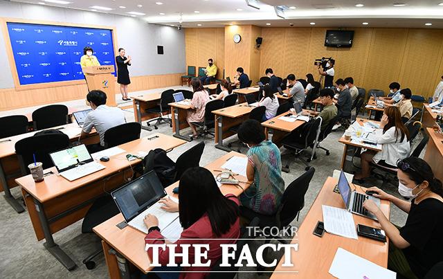 서울 영등포구의 한 증권회사에서 신종 코로나바이러스 감염증(코로나19) 집단감염이 발생했다. 사진은 서울시 코로나19 브리핑 모습. /이동률 기자