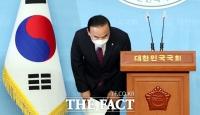 [TF포토] 고개숙인 박덕흠 의원