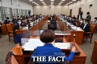 [TF사진관] 보건복지위, 개천절 대규모 집회에 '감염병예방법 개정안 의결'