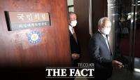 [TF사진관] 김종인 비상대책위원장과 면담 마친 손경식 경총회장