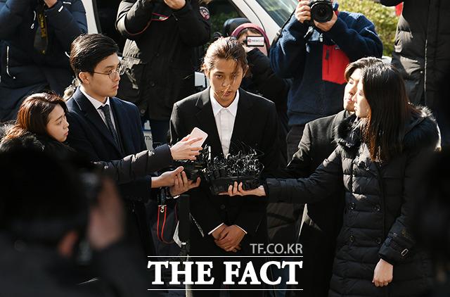 2019년, 서울지방경찰청 광역수사대 출석하는 정준영(가운데).