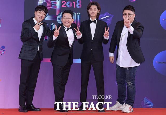 2018년, 하차했던 1박2일에 복귀한 뒤 KBS 연예대상에 참석한 정준영(왼쪽 세번째).