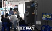 [TF포토] 코로나19 이틀 연속 세 자릿수 '보건소 찾은 시민들'
