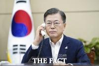 [TF사진관] 문재인 대통령, 일 스가 총리와 첫 통화 '협력 동반자'