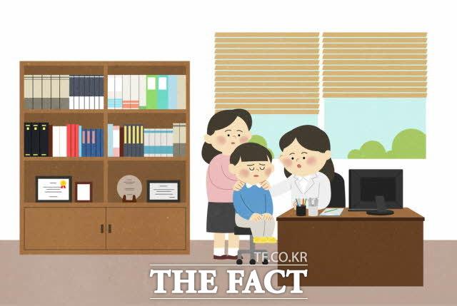 25일 이용호 의원실이 국민건강보험공단으로부터 제출받은 자료를 분석한 결과, 2015년 이후 정신과 진료받은 미성년자, 연도별 누계 총 91만9137명에 달했다. /그래픽=(유)필통 제공