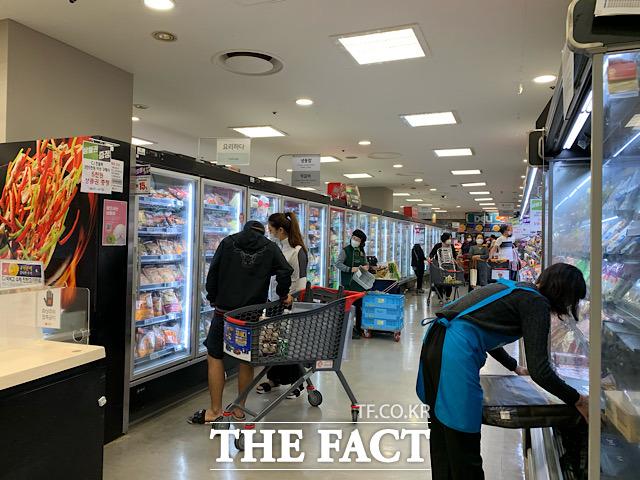 내식 수요 증가로 HMR 시장이 빠르게 성장하고 있는 가운데 추석 연휴를 앞두고 명절을 겨냥한 가정간편식도 인기를 끌고 있다. /문수연 기자