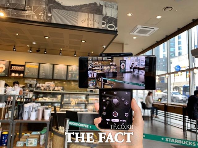 LG전자가 세계 최초로 스마트폰에 탑재한 짐벌 모션 카메라는 안정적이고 부드러운 영상 촬영을 가능하게 했다. /최수진 기자