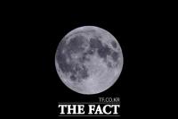 추석 보름달, 부산은 1일 오후 6시11분 '두둥실'