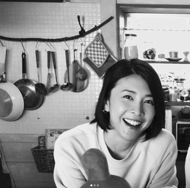 일본의 톱 배우 다케우치 유코가 27일 새벽 자택에서 죽은 채로 발견됐다.  현지 경찰은 극단적인 선택을 한 것으로 보고 자세한 상황을 조사 중이다.  /다케우치 유코 SNS