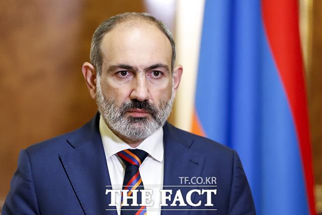 니콜 파쉬냔 아르메니아 총리가 27일(현지시간) 아르메니아 예레반에서 열린 아르메니아 의회에서 연설을 하고 있다. / AP.뉴시스