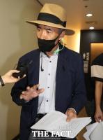 [TF포토] 취재진 질의에 답하는 북한군 피살 공무원 형 이래진 씨
