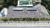 [TF포토] 한산한 모습의 휴게소 주차장