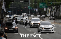 [TF포토] 조국 전 장관 집 도로에서 차량집회