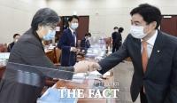 [TF포토] 국정감사 출석한 정은경 질병관리청장