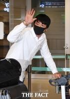 [TF포토] 밝은 표정으로 귀국하는 김광현