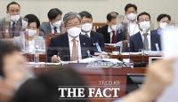 [TF사진관] '인국공 소방대 해고' 질의 받는 이재갑 장관