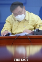 [TF주간政談] 국감 전날 코로나19 검사 김태년, 혹시 '술병(?)' 수군수군