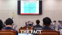 [TF포토] 권성동, '북 피격' 공무원 표류 가능성 공개