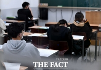 [TF포토] 사회적거리두기 완화로 수업 재개된 학원가