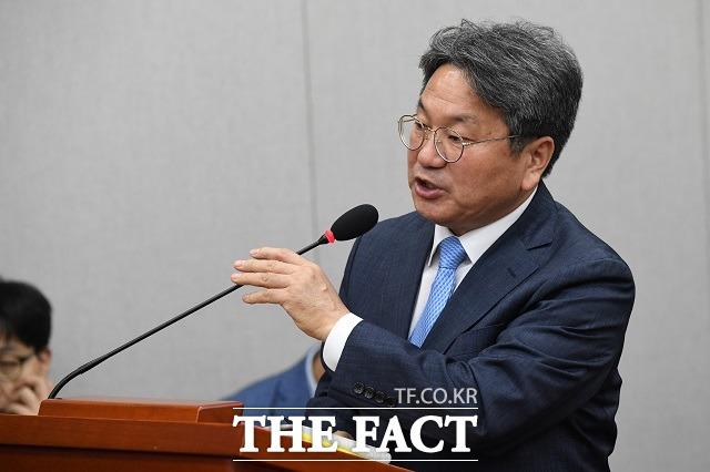 강기정 전 청와대 정무수석은 라임자산운용 사태에 연루됐다는 의혹을 받고 있다. 그는 13일 금품 수수나 부당한 청탁이 있었다는 주장은 전혀 사실이 아니라고 반박했다. /남윤호 기자