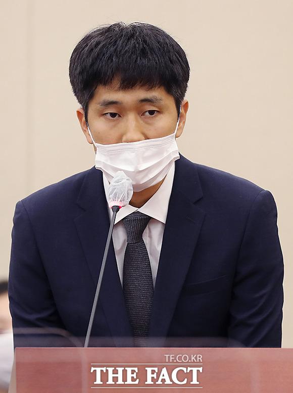 의원 질의에 답하는 김재현 당근마켓 대표