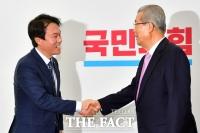 [TF포토] 김종인 비대위원장 예방한 김종철 신임 대표
