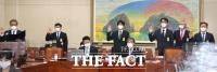 [TF사진관] 국감 증인 출석한 대신증권-NH투자증권-우리은행-하나은행 임원들