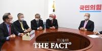 [TF사진관] 대학병원장들 만난 김종인 위원장, '의대생 구제 방안' 논의