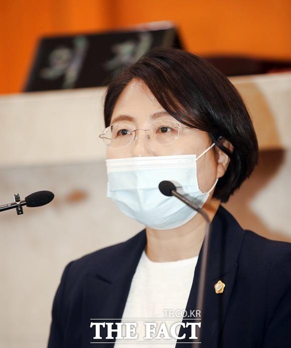 포항시의회 김정숙의원이 5분 발언을 통해 산업폐기물 매립장 반대입장을 밝혔다./포항시의회 제공