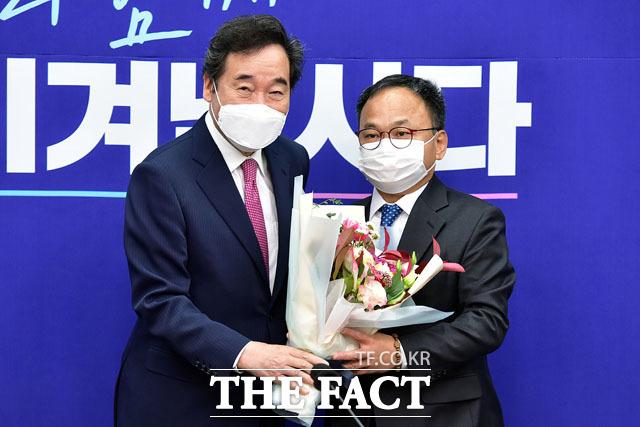 윤희석 전국장애인위원장(오른쪽).