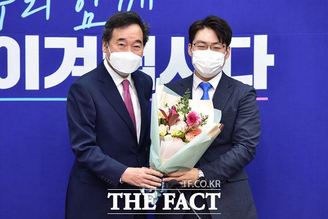 박영훈 전국대학생위원장(오른쪽).