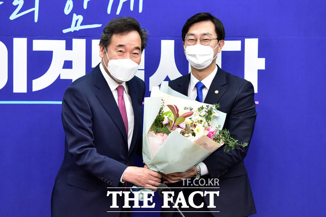 장경태 전국청년위원장(오른쪽).