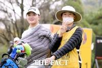 [TF사진관] 김새로미-김아로미 '든든한 쌍둥이 자매!'