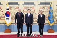 [TF사진관] 문재인 대통령, 독일·칠레 등 6개국 주한대사에 '신임장 제정'