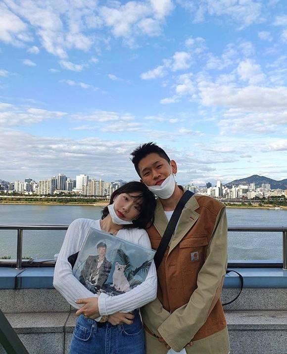가수 태연(왼쪽)이 크러쉬의 새 앨범 타이틀곡에 피처링으로 참여했다. /크러쉬 SNS