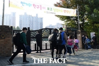 [TF사진관] 전국 학교 등교 확대, '북적이는 교문 앞'